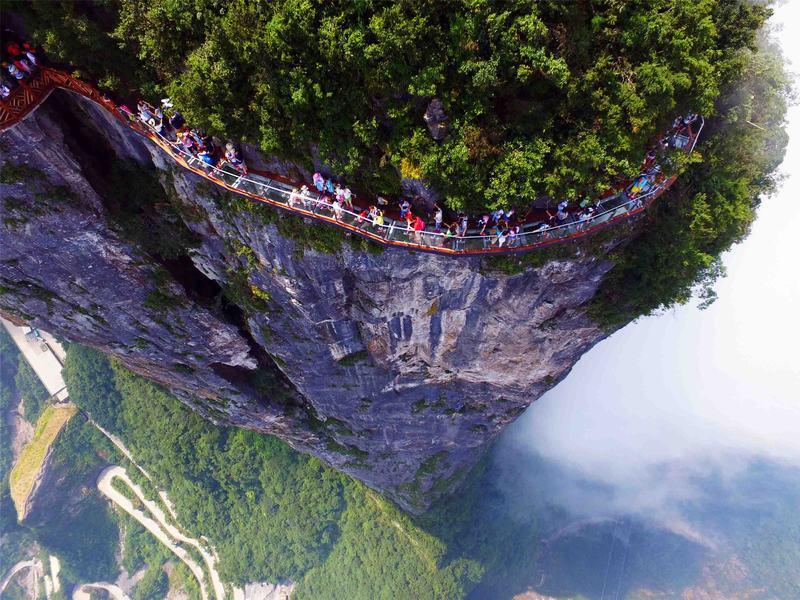 tianmen mountain glass walkway